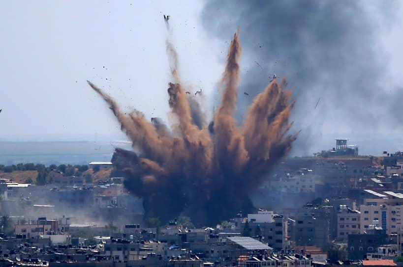 Израильские авиаудары по зданию в Газе