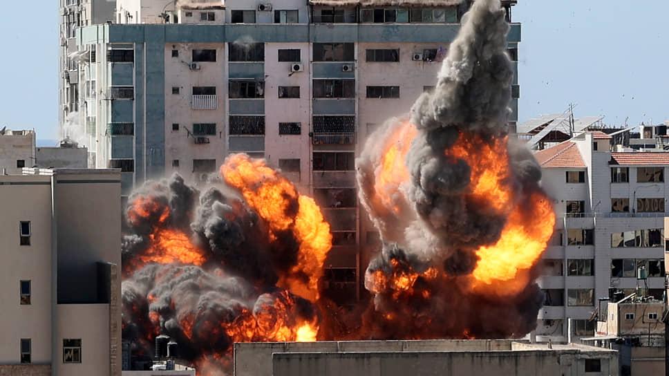 15 мая в Газе в результате авиаудара израильских самолетов было разрушено многоэтажное здание, в котором находились бюро Associated Press и «Аль-Джазиры»