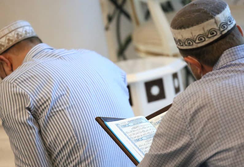 В разных странах Ураза-байрам отмечается от одного до трех дней, которые в большинстве мусульманских государств являются выходными