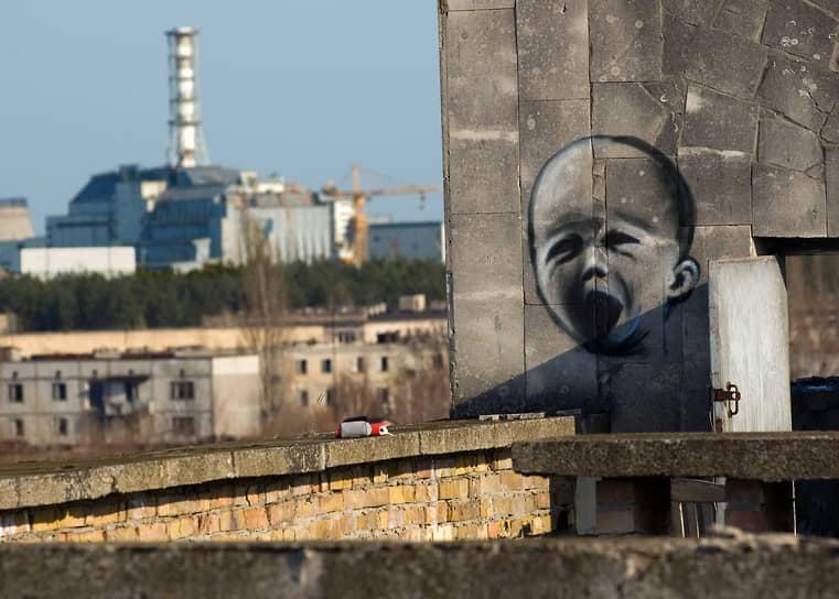 """В организации «Союз """"Чернобыль"""" России» насчитывается около 100 тыс. инвалидов из числа граждан, принимавших участие в ликвидации последствий Чернобыльской и других радиационных аварий и катастроф, ядерных испытаний, проживающих на загрязненных территориях. В состав Союза входит 70 региональных организаций <br>На фото: вид на саркофаг 4 блока Чернобыльской атомной станции"""