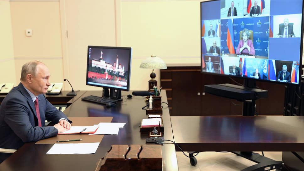 Президент РФ Владимир Путин на совещании с постоянными членами Совбеза