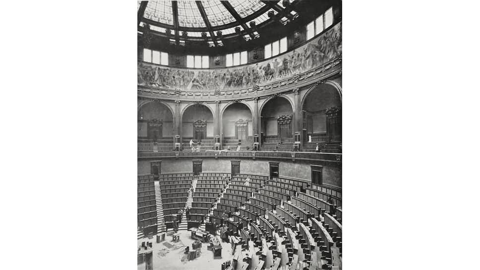 Зал заседаний палаты депутатов итальянского парламента
