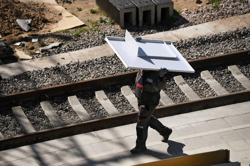 Москва, Россия. Рабочий на строительстве вокзального комплекса «Восточный»