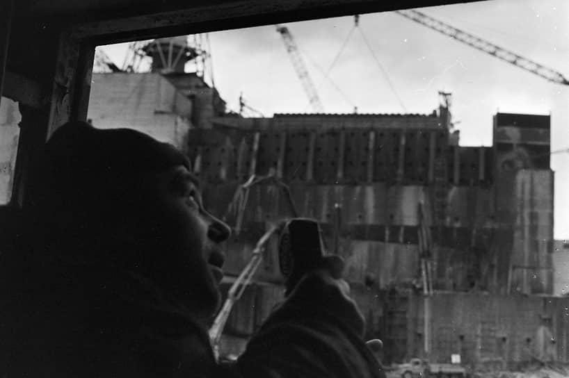 До аварии на Чернобыльской АЭС 26 апреля 1986 года в нынешних зонах отчуждения и на территориях «строгого радиационного контроля» проживали 400 тыс. человек. Всего весной и летом того же года были эвакуированы 116 тыс., в последующие годы переселили еще 270 тыс. человек