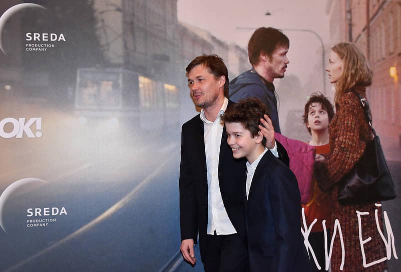 Актеры Артем Быстров (слева) и Кай Алекс Гетц на премьере фильма режиссера Александра Молочникова «Скажи ей» в кинотеатре «Художественный»