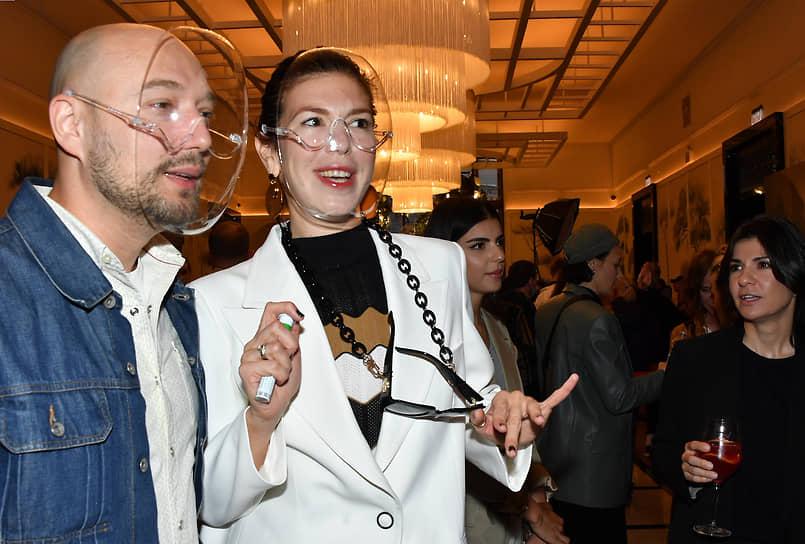 Телеведущий Владимир Маркони (слева) на премьере фильма режиссера Александра Молочникова «Скажи ей» в кинотеатре «Художественный»