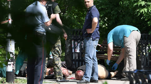 Убийства в сквере Неру // В Екатеринбурге зарезали троих человек
