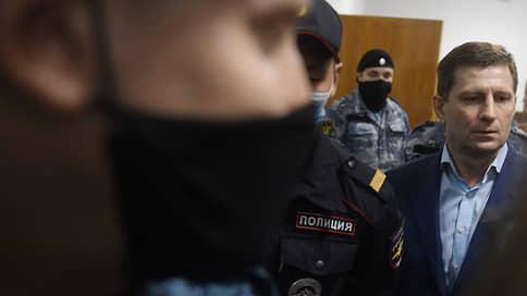 Сергея Фургала поджидают втроем  / Бывший губернатор никак не поправится для следствия