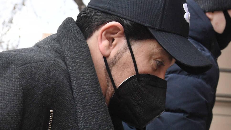 Певец Авраам Руссо перед началом заседания суд