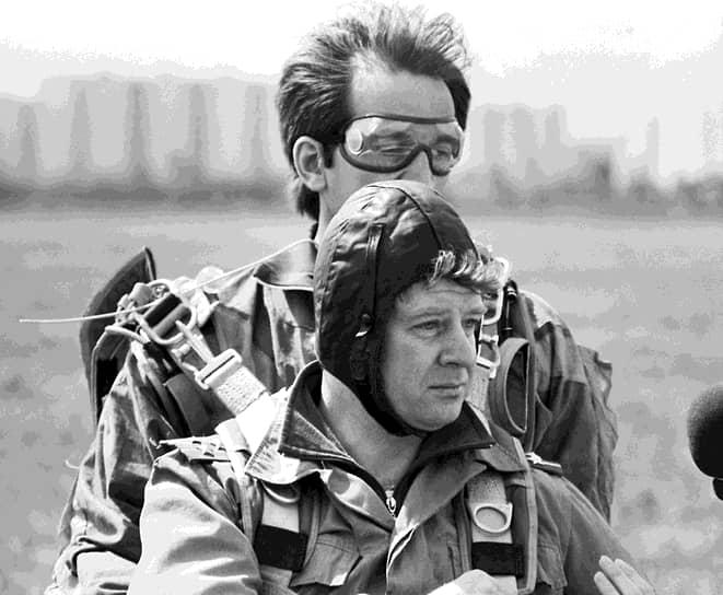 Одним из самых авторитетных ветеранских объединений в стране долгое время был Российский фонд инвалидов войны в Афганистане (РФИВА), основанный 18 мая 1991 года ветеранами Валерием Радчиковым (на переднем плане фото) и Ильясом Сафиным