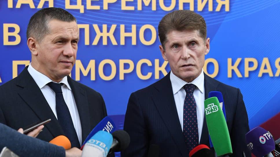 Губернатор Приморья Олег Кожемяко (справа) и полпред президента в ДВФО Юрий Трутнев