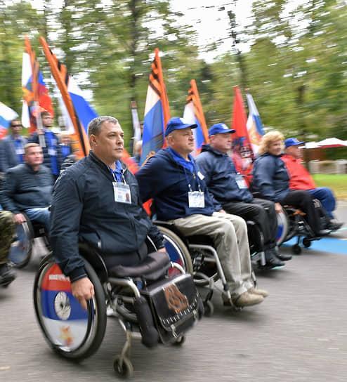 В 1998 году в порядке правопреемства фонд был преобразован в Общероссийскую общественную организацию инвалидов войны в Афганистане и военной травмы «Инвалиды войны» (ОООИВА) <br>На фото: участники марафона «Сильные духом», организованного ОООИВА