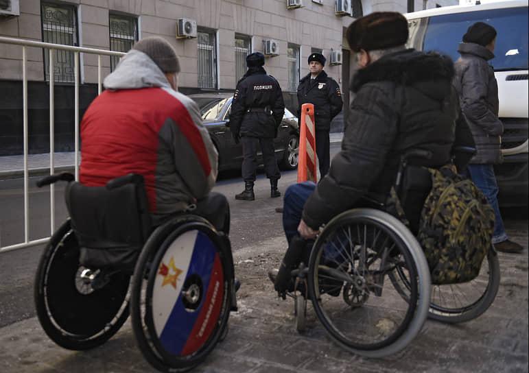 Сегодня в России проживает более 120 тыс. инвалидов войны и боевых действий, а также более 80 тыс. близких родственников граждан, погибших при исполнении обязанностей военной и правоохранительной службы