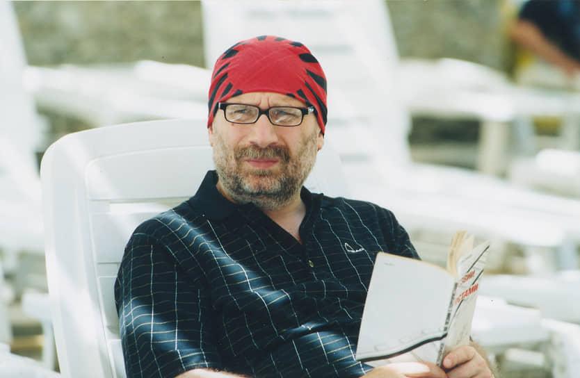 В 1979-1986 годах работал в издательстве «Русский язык». Затем был заведующим отделом публицистики и заместителем главного редактора журнала «Иностранная литература». Также являлся главным редактором многотомной серии «Антология японской литературы» и составителем серии детективных романов современных иностранных авторов «Лекарство от скуки»