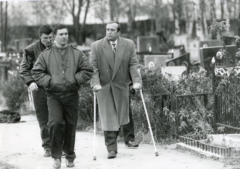 В 1990 году был образован Российский союз ветеранов Афганистана (РСВА), лидером которого позже стал ветеран Афганской войны, политик Франц Клинцевич (на фото справа)