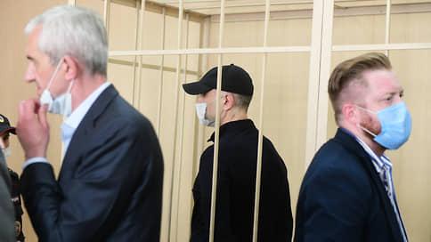 Суд пошел на троекратное понижение // Приговор за взятки при строительстве Газпром-Арены оказался мягким