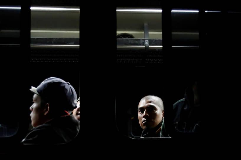 Кесальтенанго, Гватемала. Заключенные после беспорядков в местной тюрьме
