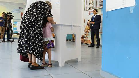 Школу примирили с голосованием  / Минпросвещения и ЦИК договорились, как совместить трехдневные выборы с учебой