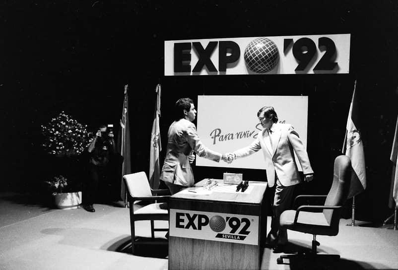 «В шахматах были политические противники, были принципиальные противники, но в высшем смысле у меня есть какой-то особый респект по отношению к Каспарову» <br>На фото: шахматисты Анатолий Карпов (справа) и Гарри Каспаров на турнире 1992 года