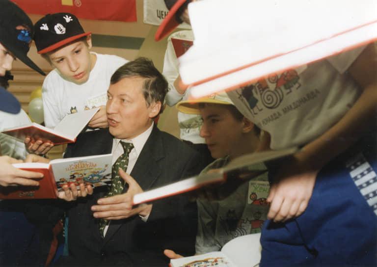 Всего за карьеру провел около 2,5 тыс. партий, стал победителем более 150 турниров. Последний турнир с его участием под эгидой ФИДЕ — командный чемпионат России по шахматам в Дагомысе в 2008 году. Трехкратный чемпион мира по шахматам среди мужчин (1975, 1978, 1981), трехкратный чемпион мира ФИДЕ (1993, 1996, 1998). Более 50 сыгранных им партий признавались лучшими партиями года