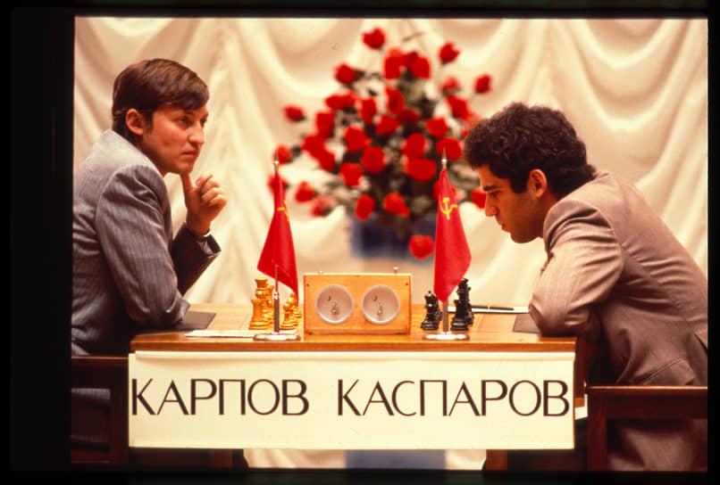 «Я никогда не делал из ошибок трагедию, тем более — не пытался винить в своих ошибках других. Готовность платить за все, что совершил — и доброе, и дурное, — я всегда считал едва ли не важнейшим показателем состояния души» <br>Анатолий Карпов был сильнейшим шахматистом в мире 10 лет, но осенью 1985 года в матче за звание чемпиона мира уступил титул Гарри Каспарову