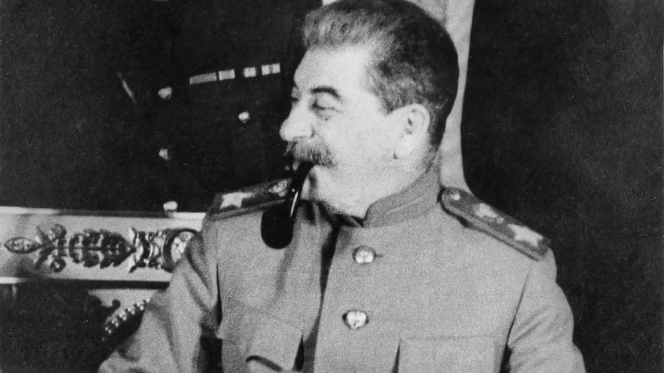«Его спросили, что он думает по поводу того, что Сталин стал маршалом. Он не ответил, а спросил, что думают об этом корреспонденты. Ответы были самыми саркастическими»