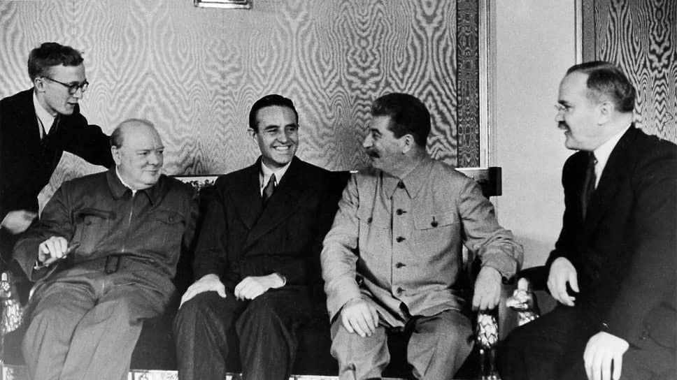 «Я принимал участие в этих переговорах и могу заверить вас, что они были искренними и откровенными» (на фото (справа налево) — В.М.Молотов, И.В.Сталин, А.Гарриман, У.Черчилль)