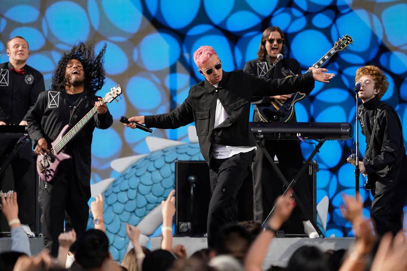 Группа Twenty One Pilots была номинирована в категории «Лучший рок-артист», но не получила награду