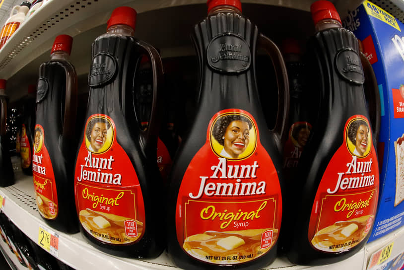 Некоторые корпорации в рамках поддержки BLM заявили о смене символики, напоминающей о временах расовой сегрегации. Например, производитель продуктов питания Quaker Oats убрал этикетку сиропа Aunt Jemima (на фото), а компания Mars объявила о том, что «настало время развивать бренд Uncle Ben's, в том числе его визуальную составляющую»