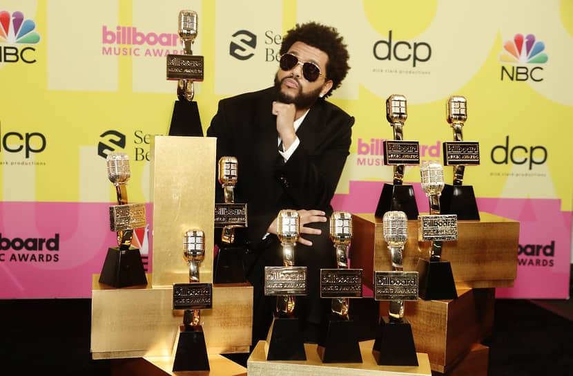 Триумфатором церемонии стал The Weeknd, взявший десять статуэток, в том числе в основных категориях «Лучший исполнитель», «Лучший исполнитель среди мужчин» и «Лучший в рейтинге Hot 100»