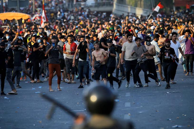 Багдад, Ирак. Участники антиправительственного митинга