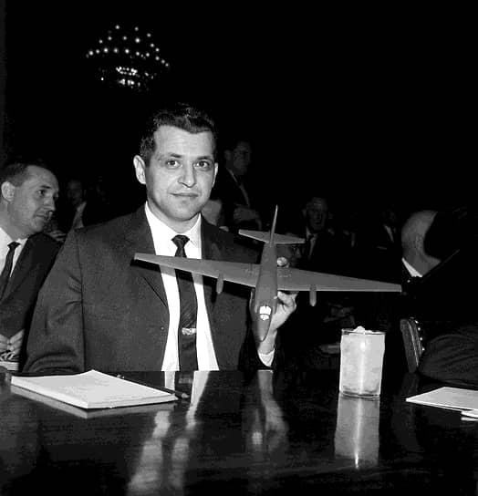 Пилот Фрэнсис Пауэрс (на фото) выжил и был приговорен советским судом за шпионаж к десяти годам лишения свободы. Через полтора года его обменяли на советского разведчика Рудольфа Абеля, разоблаченного в США. В результате инцидента не состоялся саммит в Париже, на котором планировалось обсудить ситуацию в разделенной Германии, возможность контроля над вооружениями, запрещение ядерных испытаний и ослабление напряженности между СССР и США. Был также отменен намеченный на июнь 1960 года визит президента США Дуайта Эйзенхауэра в Москву