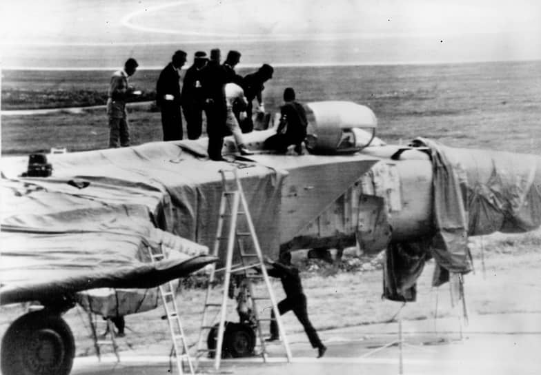 6 сентября 1976 года советский летчик Виктор Беленко, пилотировавший истребитель Миг-25П, перелетел советско-японскую границу и передал иностранным властям самолет с секретной аппаратурой на борту (на фото)