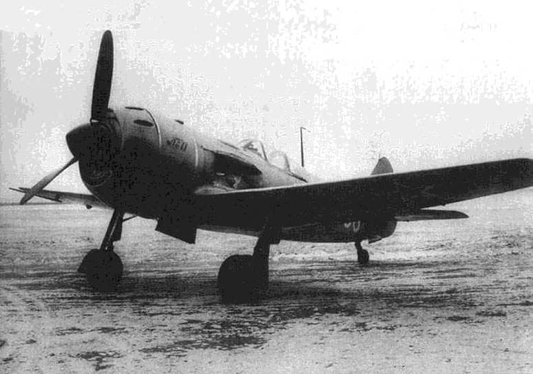 8 апреля 1950 года над Балтийским морем у берегов Латвийской ССР четыре советских истребителя Ла-11 сбили американский бомбардировщик PB4Y-2 Privateer. Все 10 членов экипажа погибли. По версии СССР, самолет вошел в воздушное пространство страны и открыл огонь по истребителям. США настаивали на том, что это был частный пассажирский борт. Позже выяснилась принадлежность самолета к США: он выполнял разведывательный полет. Это был первый инцидент подобного рода в период Холодной войны <br>На фото: советский истребитель Ла-11