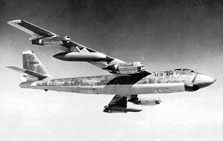 1 июля 1960 года воздушную границу между Норвегией и СССР нарушил самолет ERB-47H Stratojet из 55-го разведывательного крыла ВВС США. Над Баренцевым морем его перехватил и уничтожил истребитель МиГ-19. Из шести человек экипажа выжили двое летчиков, оба попали в плен и были освобождены в январе 1961 года. Через месяц после инцидента советская сторона вернула в США найденные останки одного из четырех погибших членов экипажа