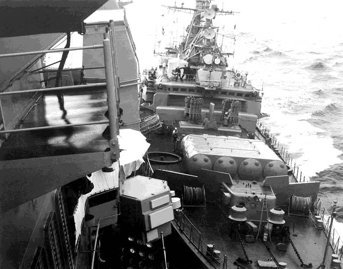 12 февраля 1988 года крейсер Yorktown и эсминец Caron ВМС США снова прошли через Босфор в направлении советского берега. Им навстречу отправили два сторожевых корабля — «Беззаветный» и СКР-6. Не обращая внимания на предупреждения, американские суда продолжили курс, оказавшись в территориальных водах СССР. В ответ на это сторожевые корабли пошли на сближение и совершили навал. После чего американская эскадра изменила курс, направившись обратно к Босфору. Позже инцидент был назван «последним происшествием холодной войны» <br>На фото: навал «Беззаветного» на Yorktown