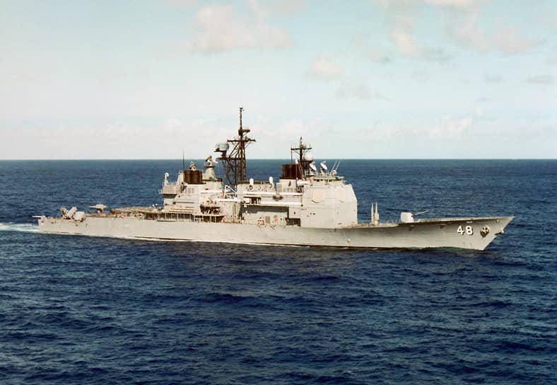 13 марта 1986 года ракетный крейсер Yorktown и эсминец Caron ВМС США с работающими радиоэлектронными станциями нарушили морскую границу недалеко от побережья Крыма, углубившись в территориальные воды СССР на десять километров. Советское командование отправило суда и самолеты для перехвата кораблей США. Пробыв в советской акватории два часа, Yorktown и Caron ушли в нейтральные воды. Инцидент привел к дипломатическим спорам, которые продолжались несколько недель. СССР назвал ситуацию провокацией <br>На фото: американский крейсер Yorktown