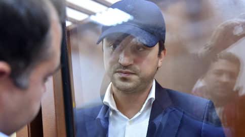Адвокаты предстали обвиняемыми  / Средства «Аэрофлота» оценят в судебном порядке