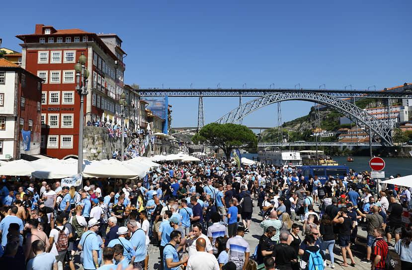 Некоторые из болельщиков стали головной болью для властей Порту, так как устроили накануне игры ряд стычек друг с другом и полицией