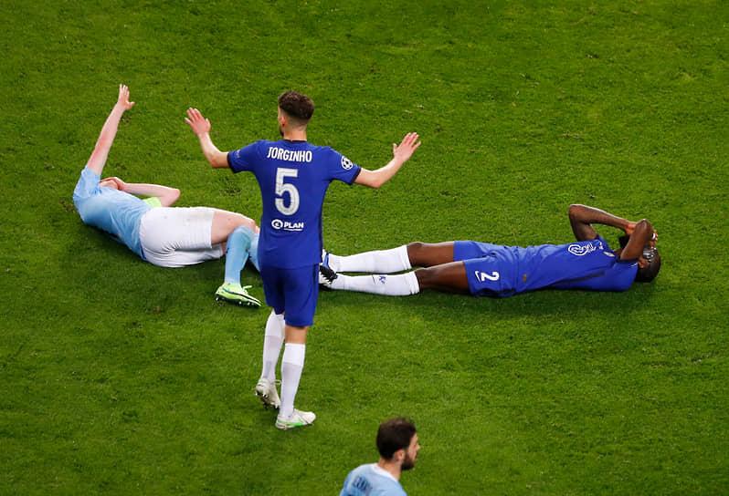 Столкновение Кевина Де Брейне из «Манчестер Сити» и защитника Антонио Рюдигера