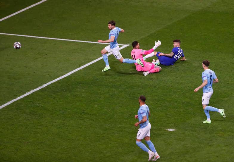 Удар по воротам в исполнении Кристиана Пулишича из «Челси»