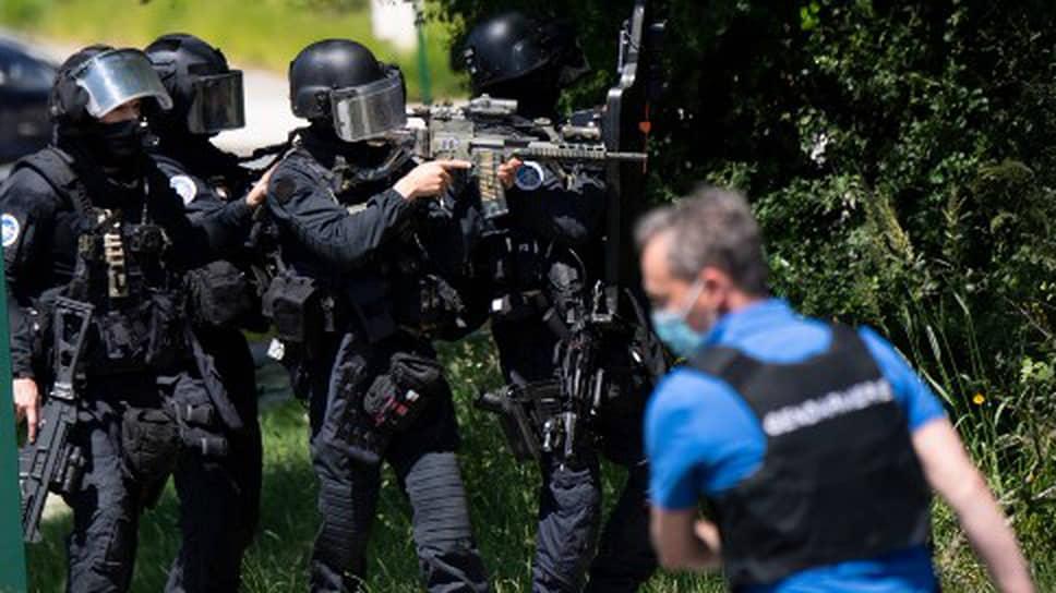 Жандармы на месте происшествия в Ла-Шапель-сюр-Эрдр
