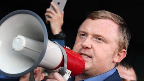 Андрей Ищенко не излечился от взятки  / Несостоявшийся губернатор Приморья намерен добиваться возбуждения уголовного дела против действующего