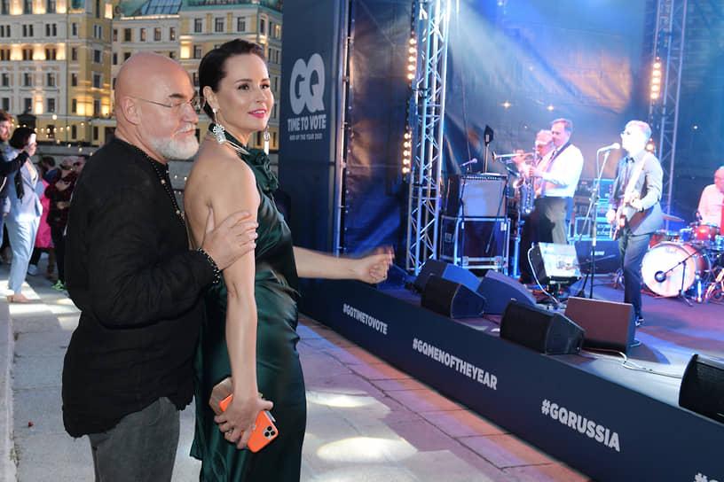 Медиаменеджер Сергей Кожевников и его супруга Екатерина на коктейле, посвященном старту голосования за претендентов на звание «GQ Человек года-2021»
