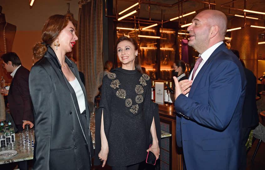 Прима Большого театра Светлана Захарова (в центре) во время арт-коктейля в ресторане Sartoria Lamberti