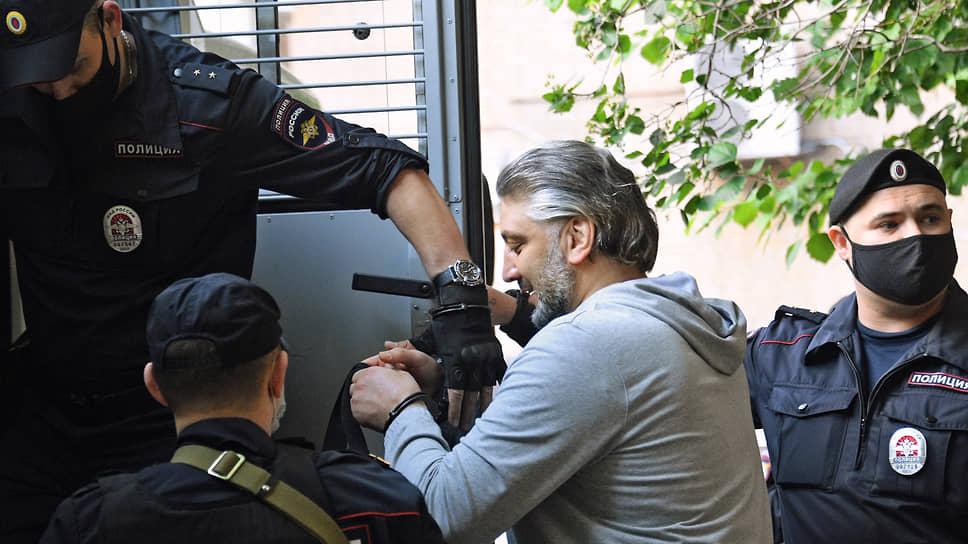 Эльдар Хамидов после заседания суда