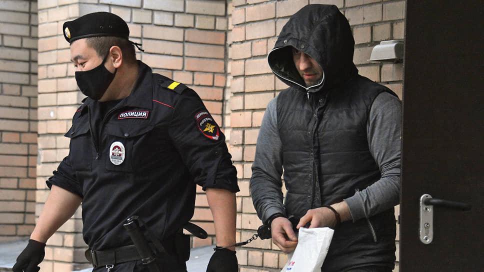 Магомед Исмаилов (справа) после заседания суда
