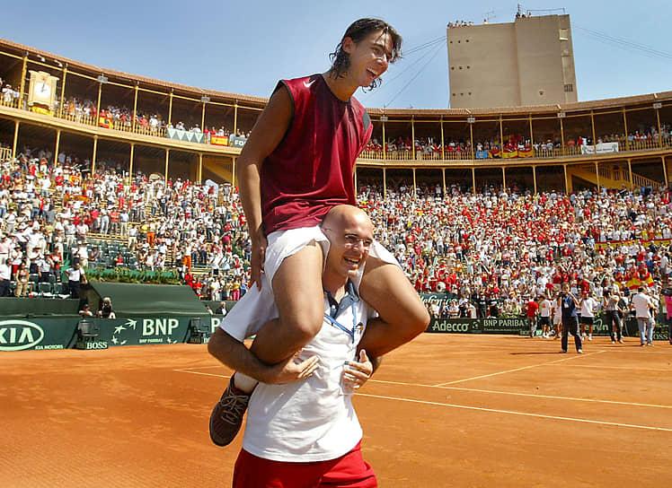 В августе 2004 года в польском Сопоте выиграл первый в карьере турнир Международной серии Ассоциации теннисистов-профессионалов (ATP). В том же году в составе сборной Испании стал победителем Кубка Дэвиса
