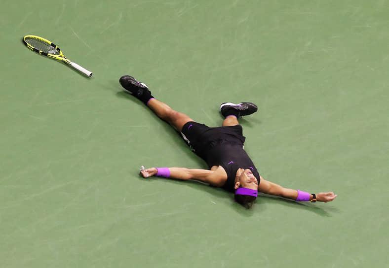 Надаль считается одним из самых атлетичных и выносливых теннисистов в истории. Играет агрессивно, используя сильные удары с верхним вращением