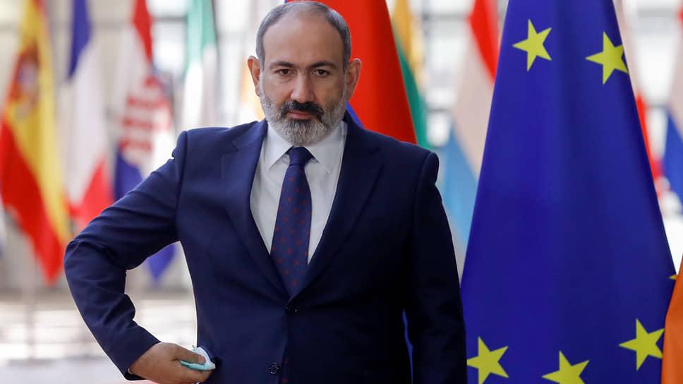 Утратившему значительную часть поддержки, но пытающемуся подтвердить свою легитимность Николу Пашиняну на выборах будут противостоять три бывших президента Армении